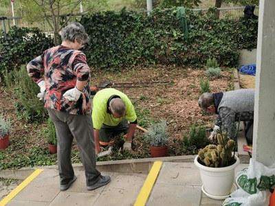 L'Ajuntament promou l'adequació i l'enjardinament de les comunitats veïnals de forma autogestionada