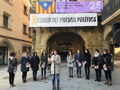 Vic rebutja les violències vers les dones amb un manifest unitari